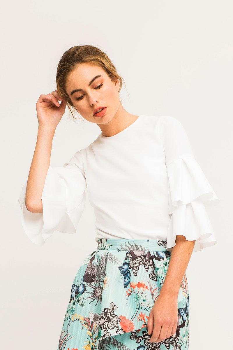 blusa blanca manga ranglan con volantes para invitadas apparentia