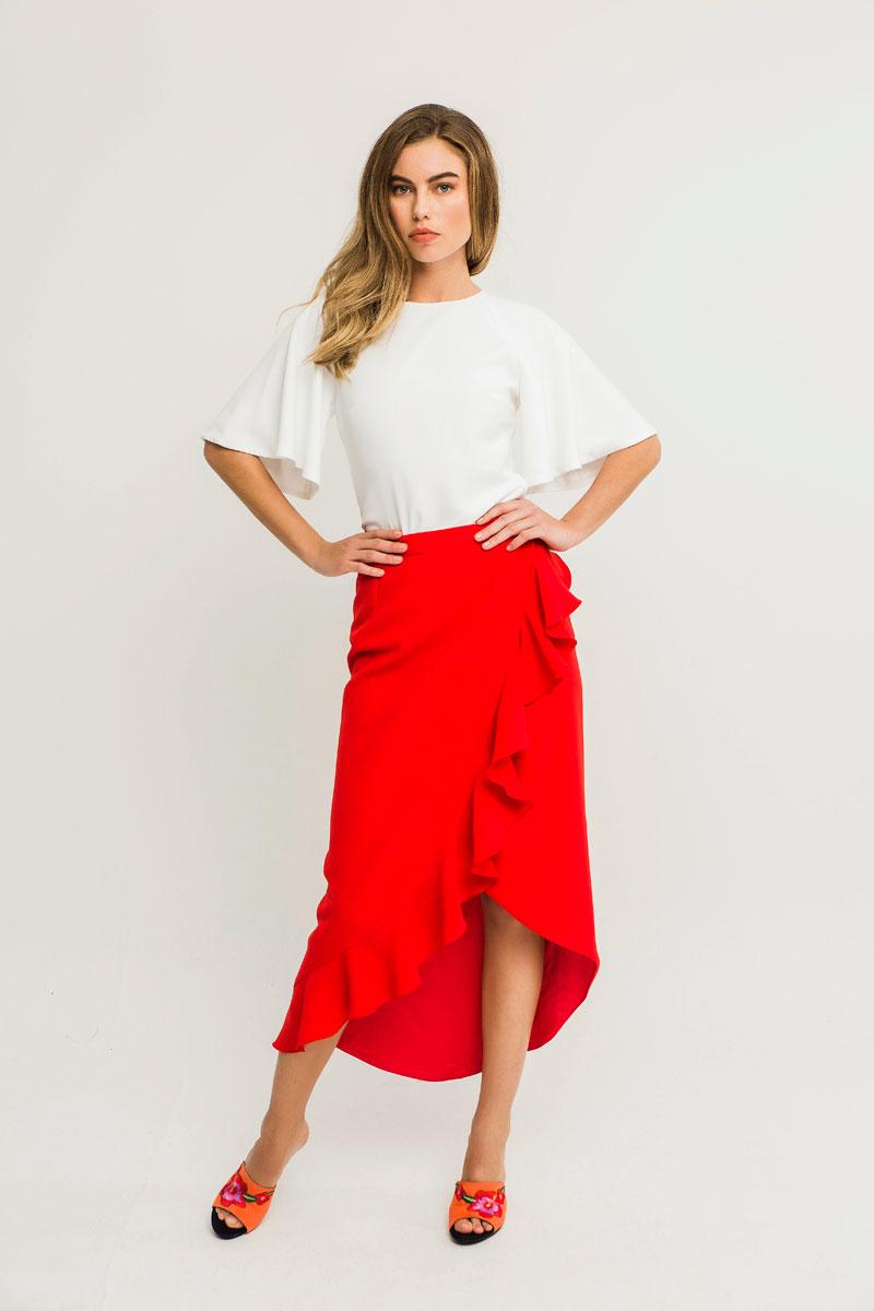 falda leo roja con volante y blusa blanca cala apparentia