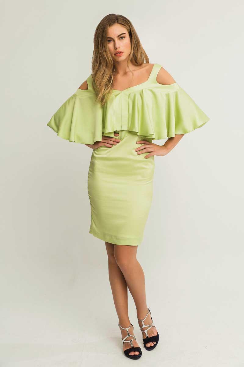 vestido corto verde pistacho con capa apparentia