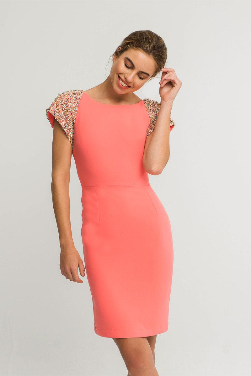 vestido corto coral con hombreras lentejuelas ava apparentia