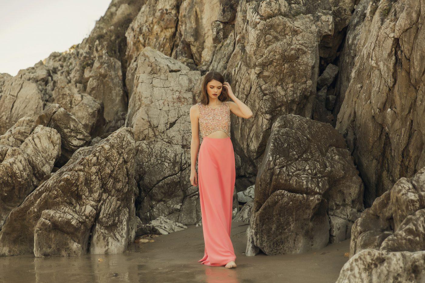 vestido largo coral lentejuelas