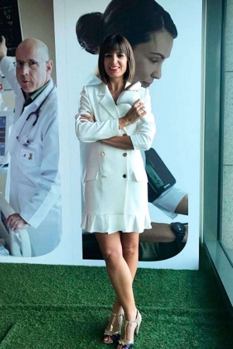 cristina mitre con vestido esmoquin blanco de apparentia
