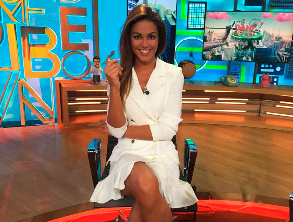 lara alvarez presentadora vestido blanco esmoquin harriet de apparentia