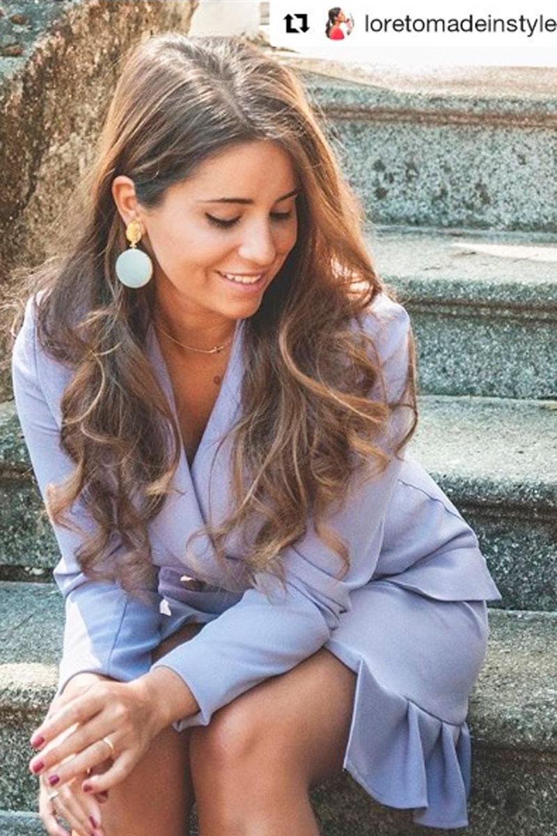 blogger loreto gordo con vestido esmoquin lila de apparentia invitada de boda