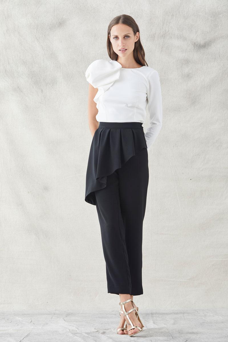 pantalon pitillo negro dolly con blusa carlota blanca de apparentia