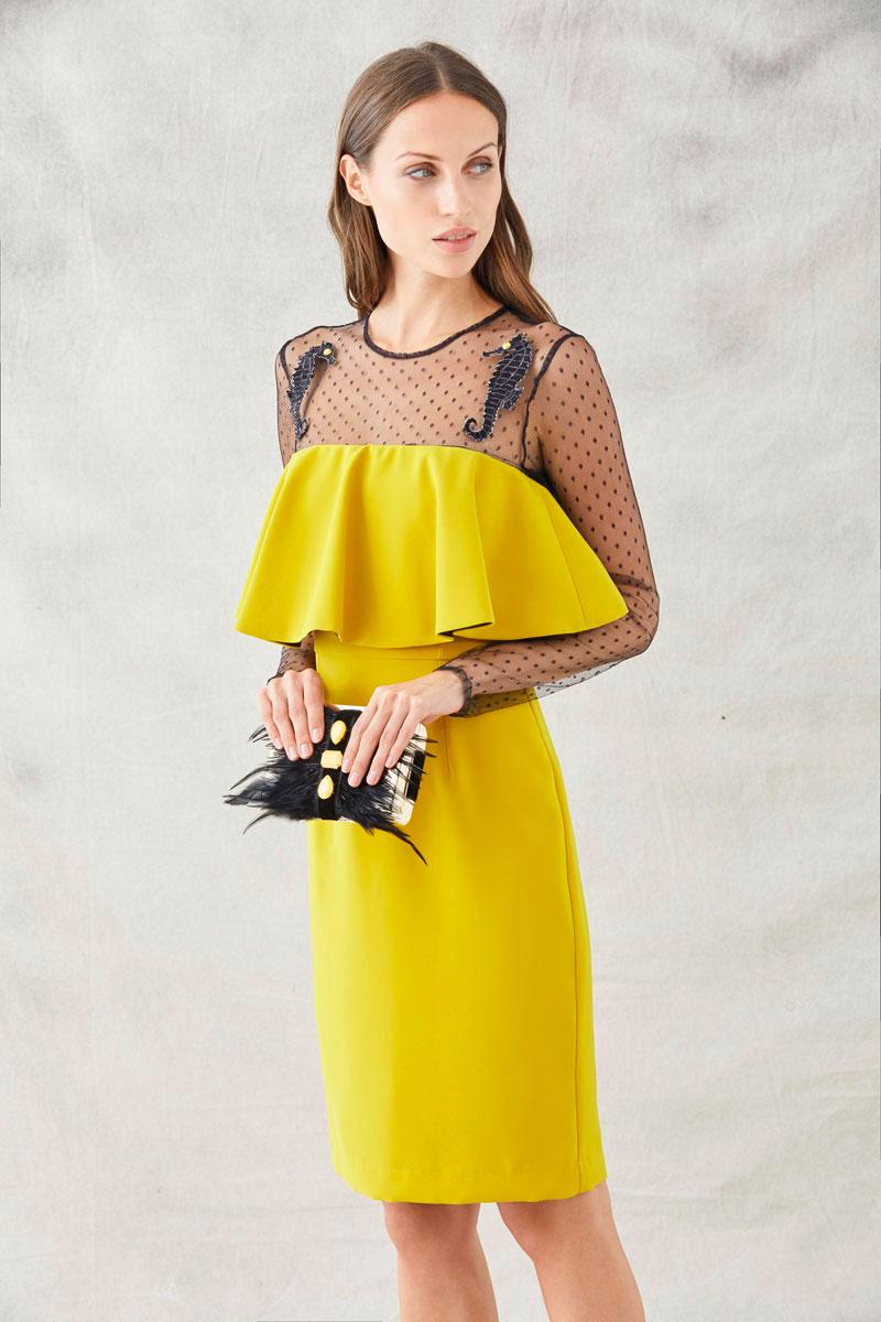 vestido mostaza con plumeti amalia de apparentia