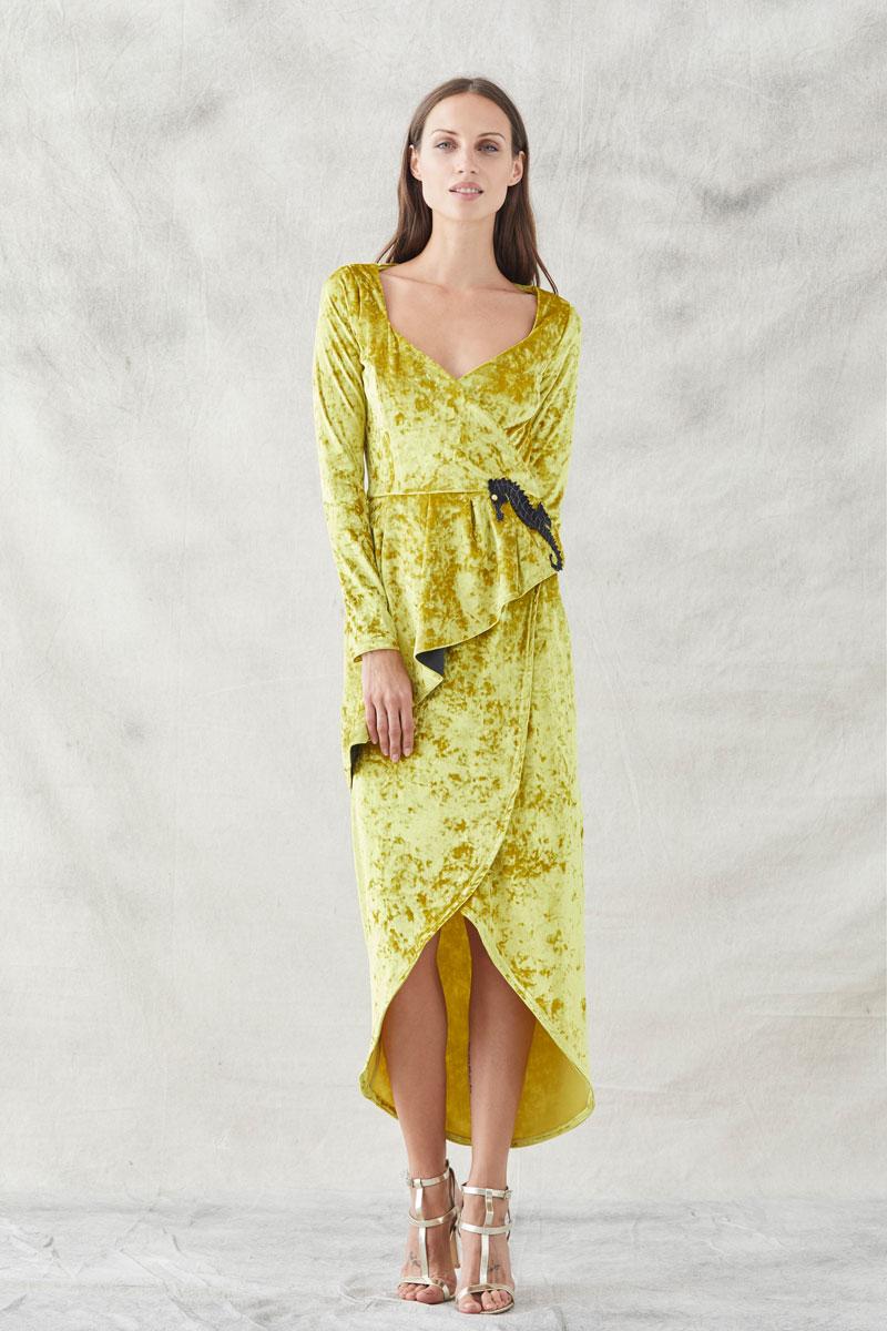 vestido midi terciopelo mostaza bordado caballito elisabeth