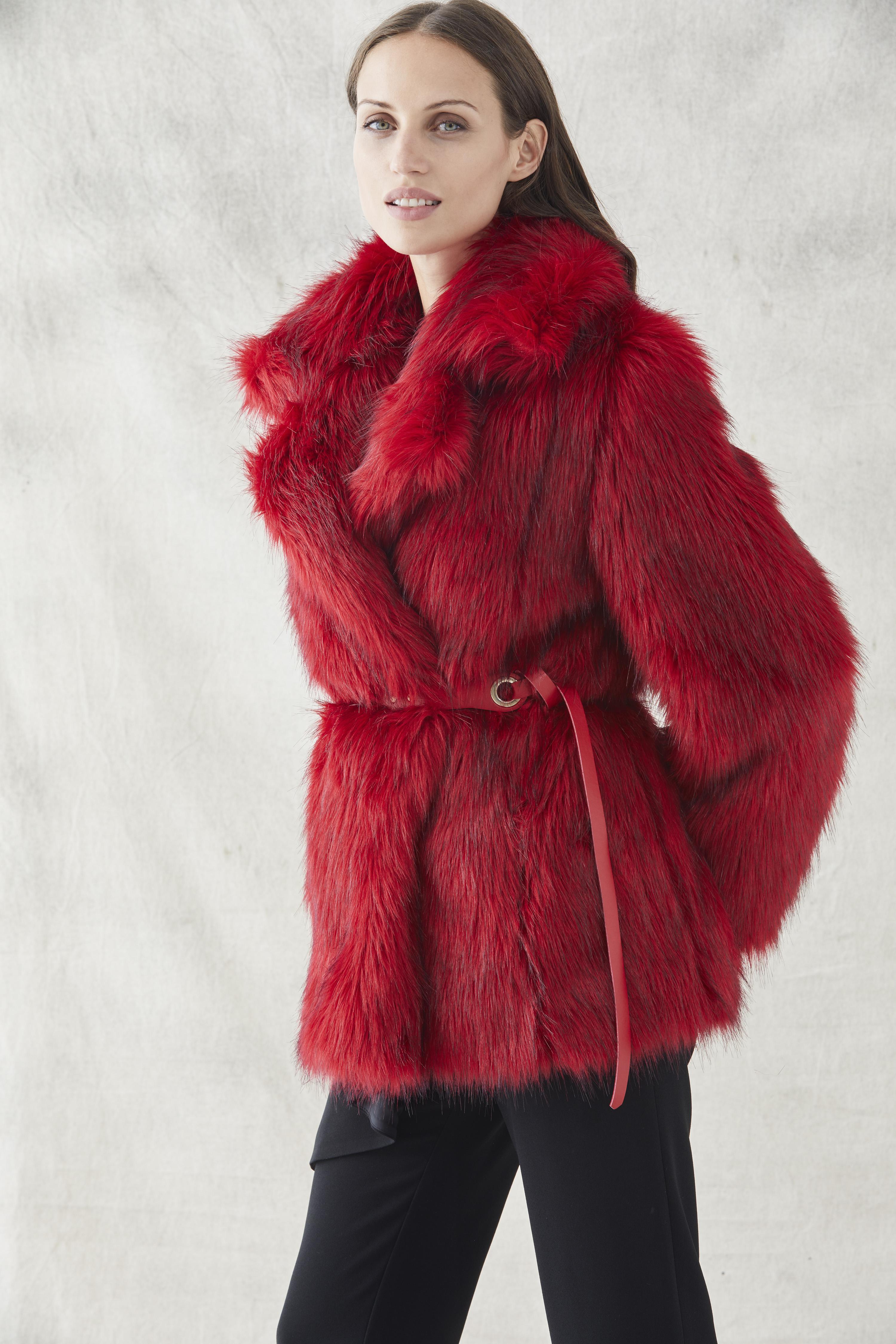 abrigo rojo de pelo sintetico ideal para invierno de apparentia