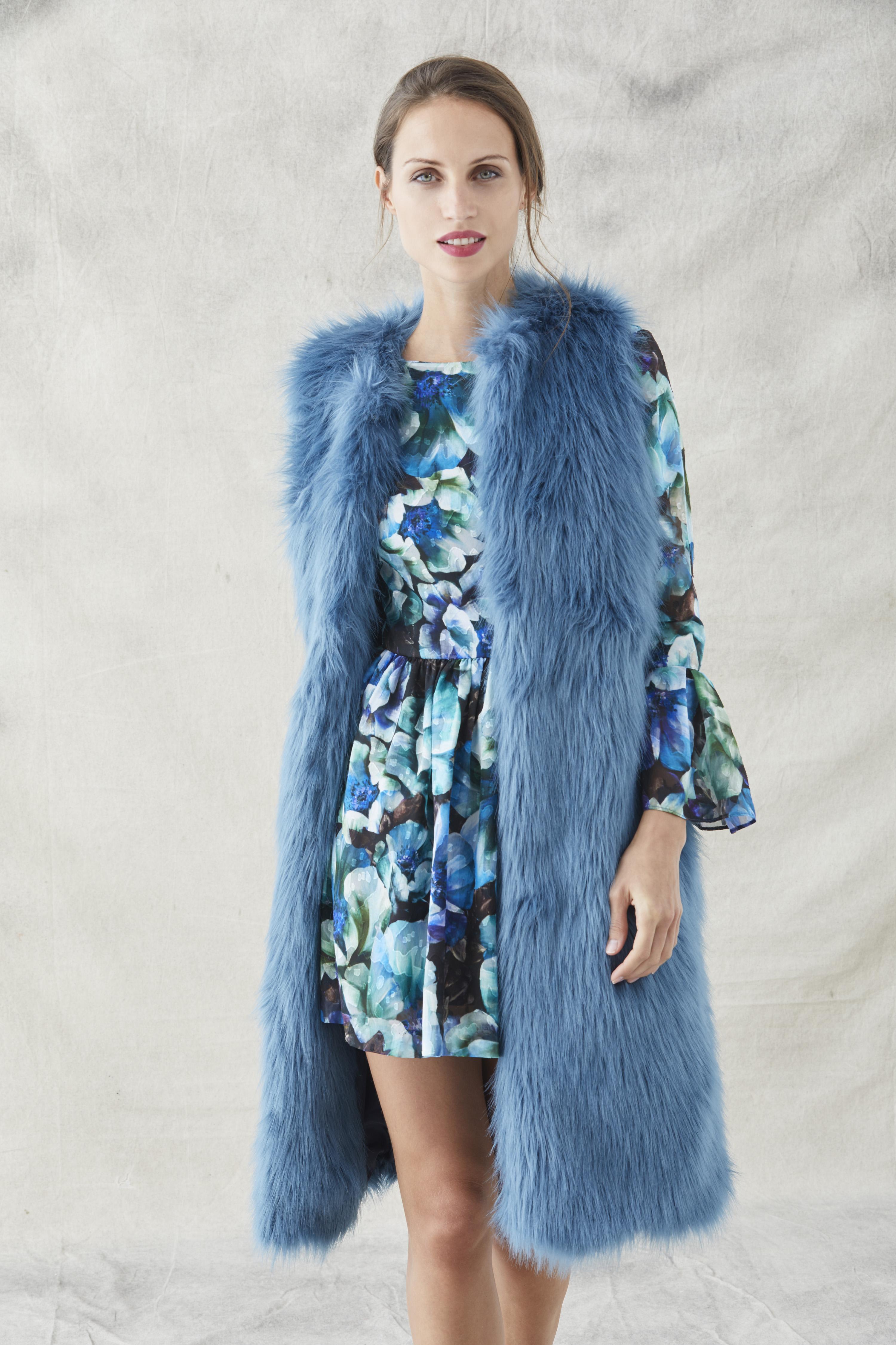 chaleco ethel con vestido estampado