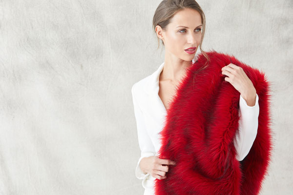 estola roja para invitadas bodas nochevieja eventos complemento invierno frio ideal
