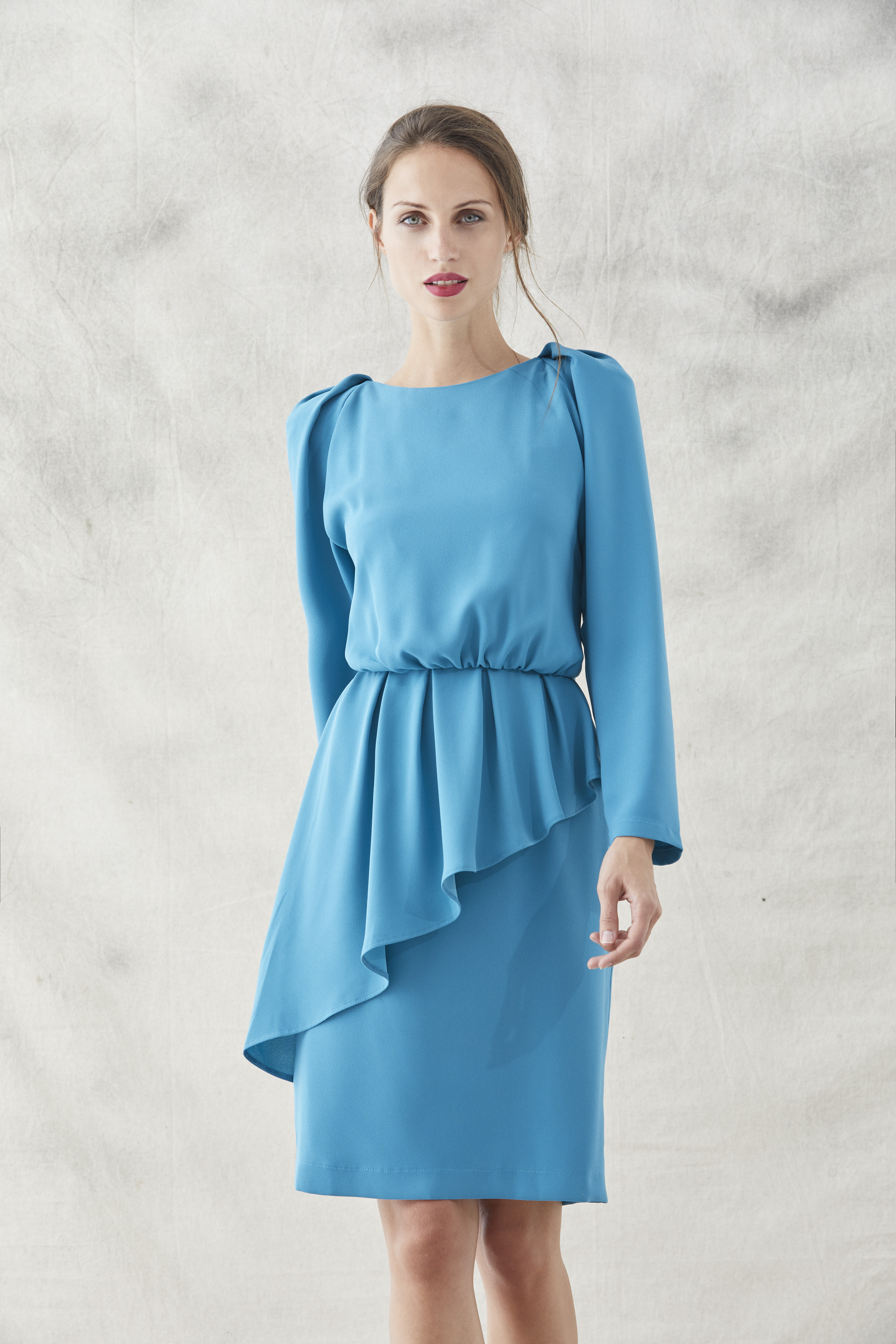 vestido azul con peplum lauren manga larga de apparentia