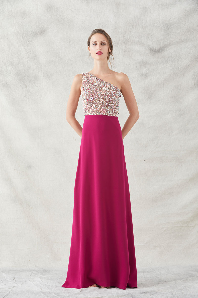 vestido largo frambuesa asimetrico con lentejuelas de apparentia invitadas nochevieja