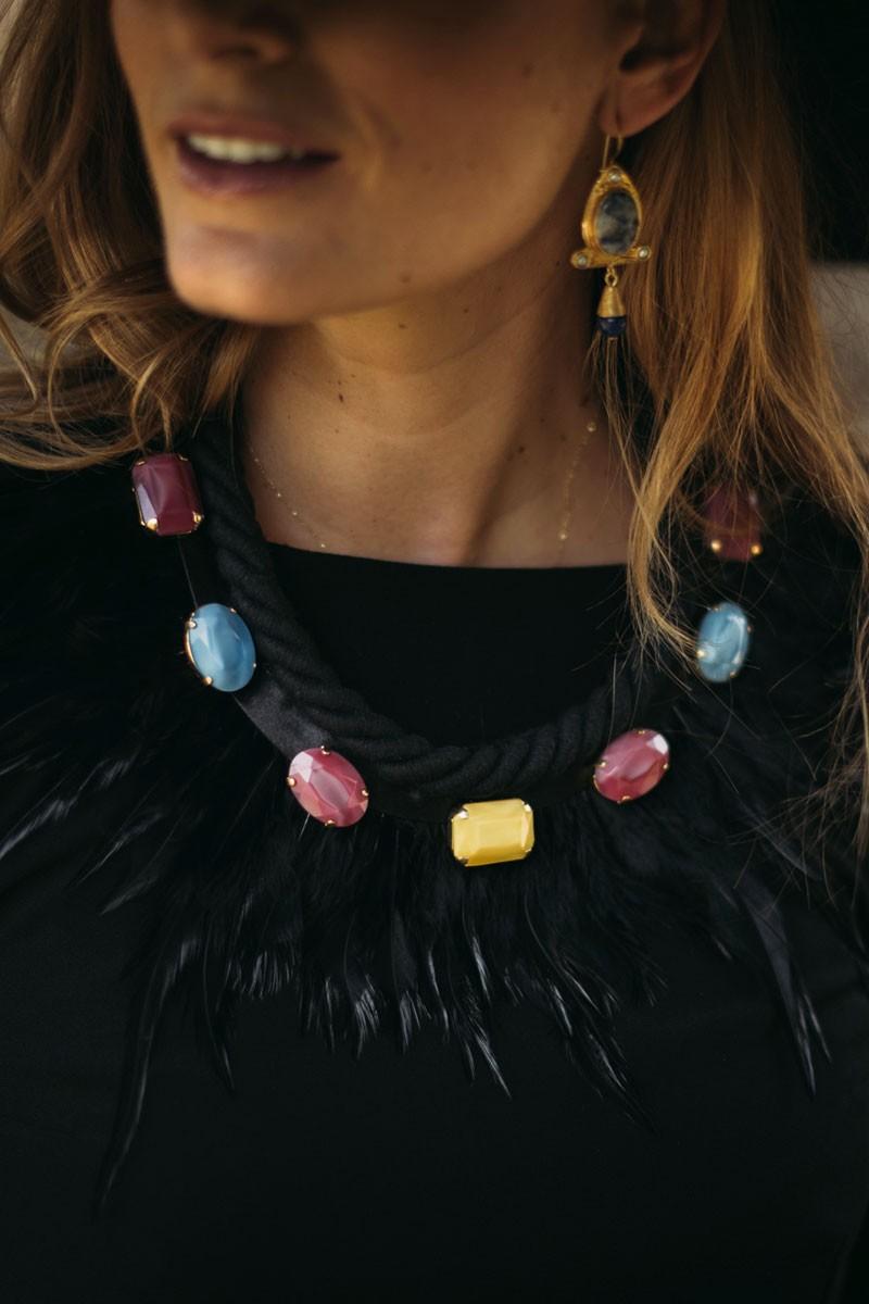 collar piedras facetadas de colores con plumas de apparentia regalos navidad