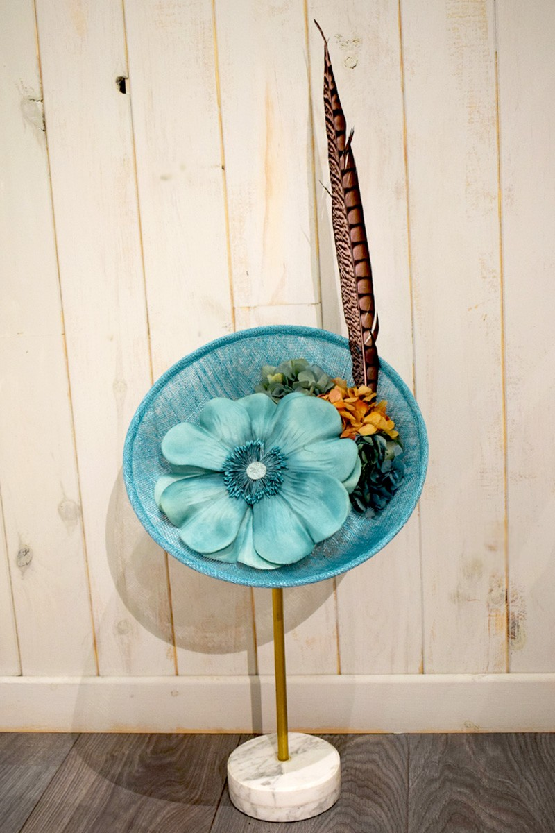 tocado azul con flor pluma de faisan de apparentia regalo