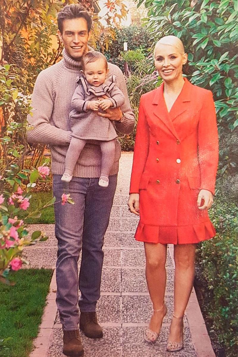 la cantante soraya arnelas con vestido rojo esmoquin en revista semana