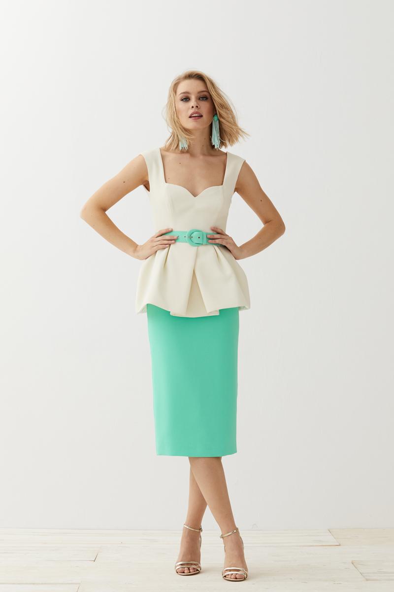 conjunto falda lapiz aguamarina y top escote corazon crudo de apparentia