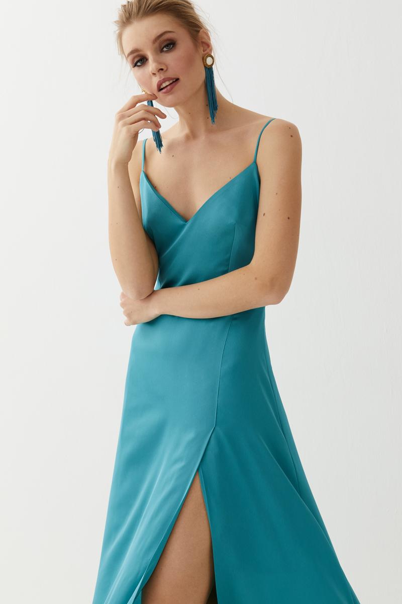 Sonar con vestido de novia azul turquesa