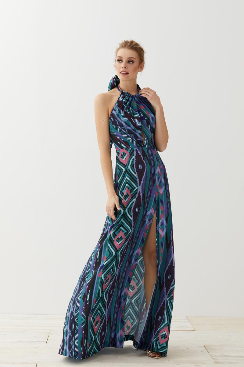 19d5742d6 Y un conjunto de top y falda que sabemos que desearás con todas tus fuerzas  en este estampado étnico de tonos azules