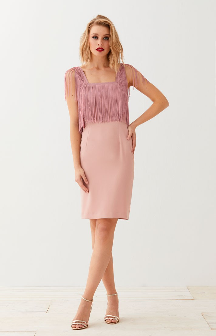 vestido corto recto con flecos de apparentia invitadas