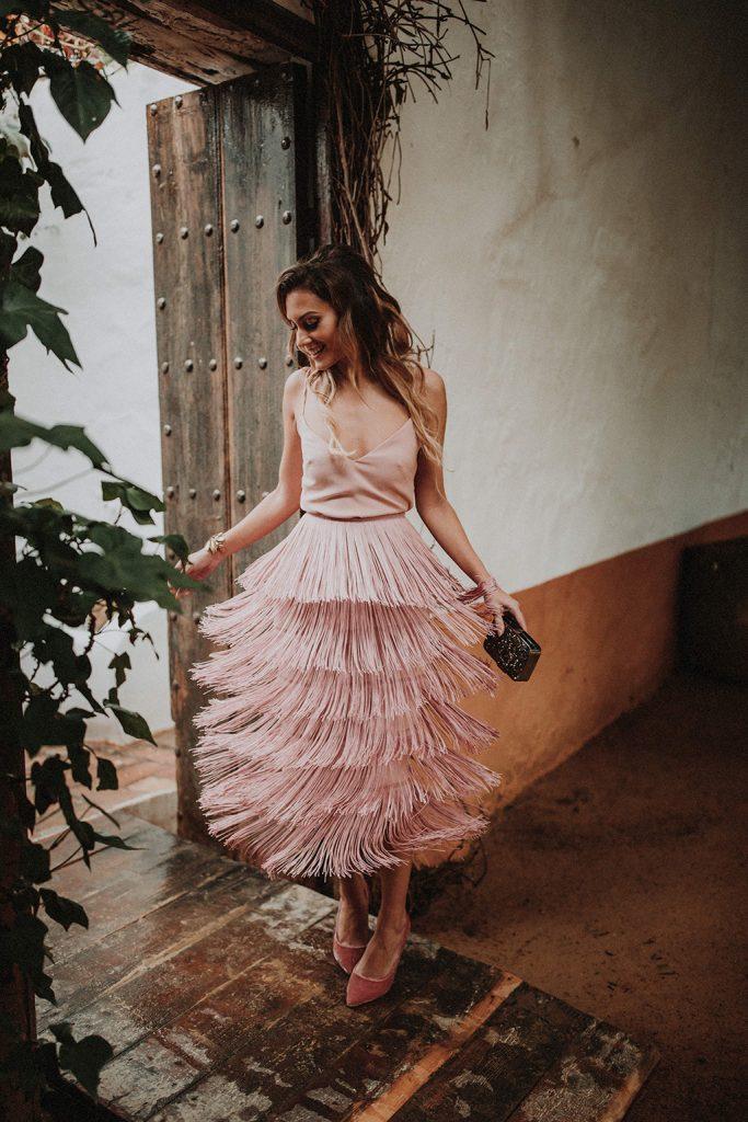 top lencero y falda de flecos rosa de apparentia bridalada invitadas