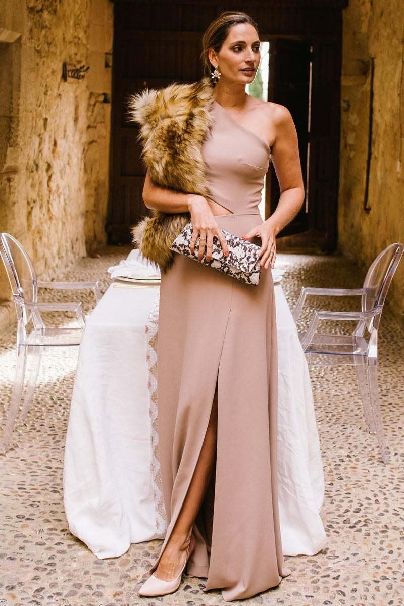 miss cavallier con vestido nyx camel abertura apparentia