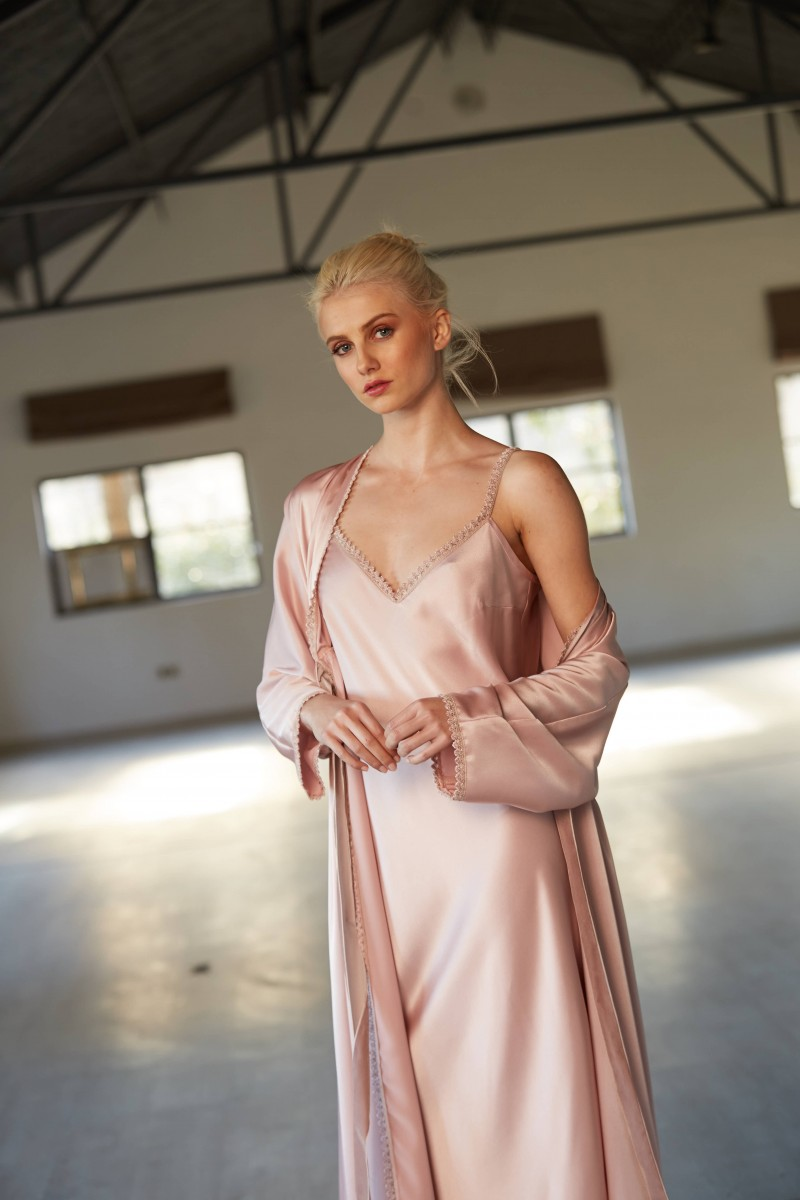 camison largo rosa saten con puntilla crochet lenceria apparentia