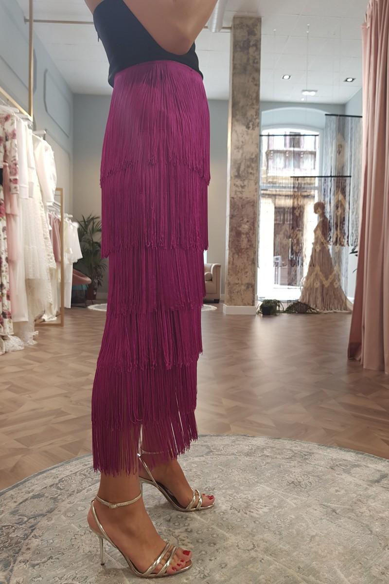 falda frambuesa con flecos de apparentia para invitadas
