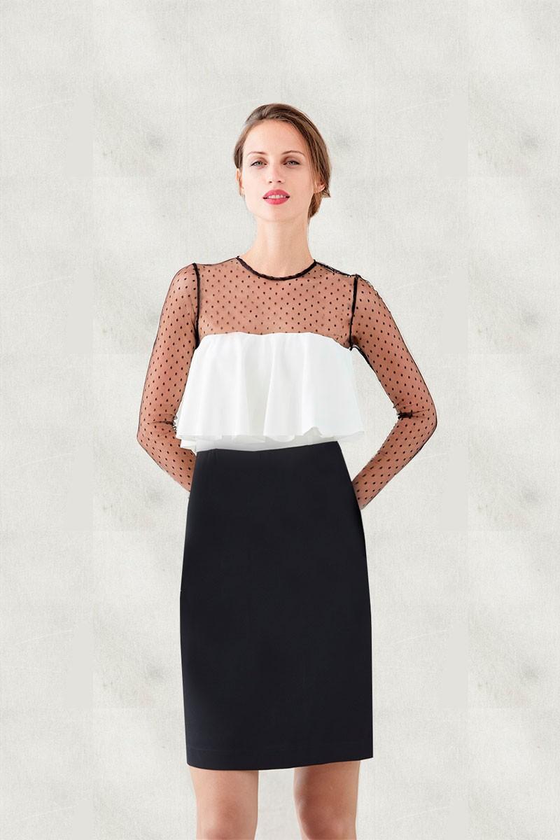 vestido corto blanco y negro con plumeti amalia de apparentia para invitadas