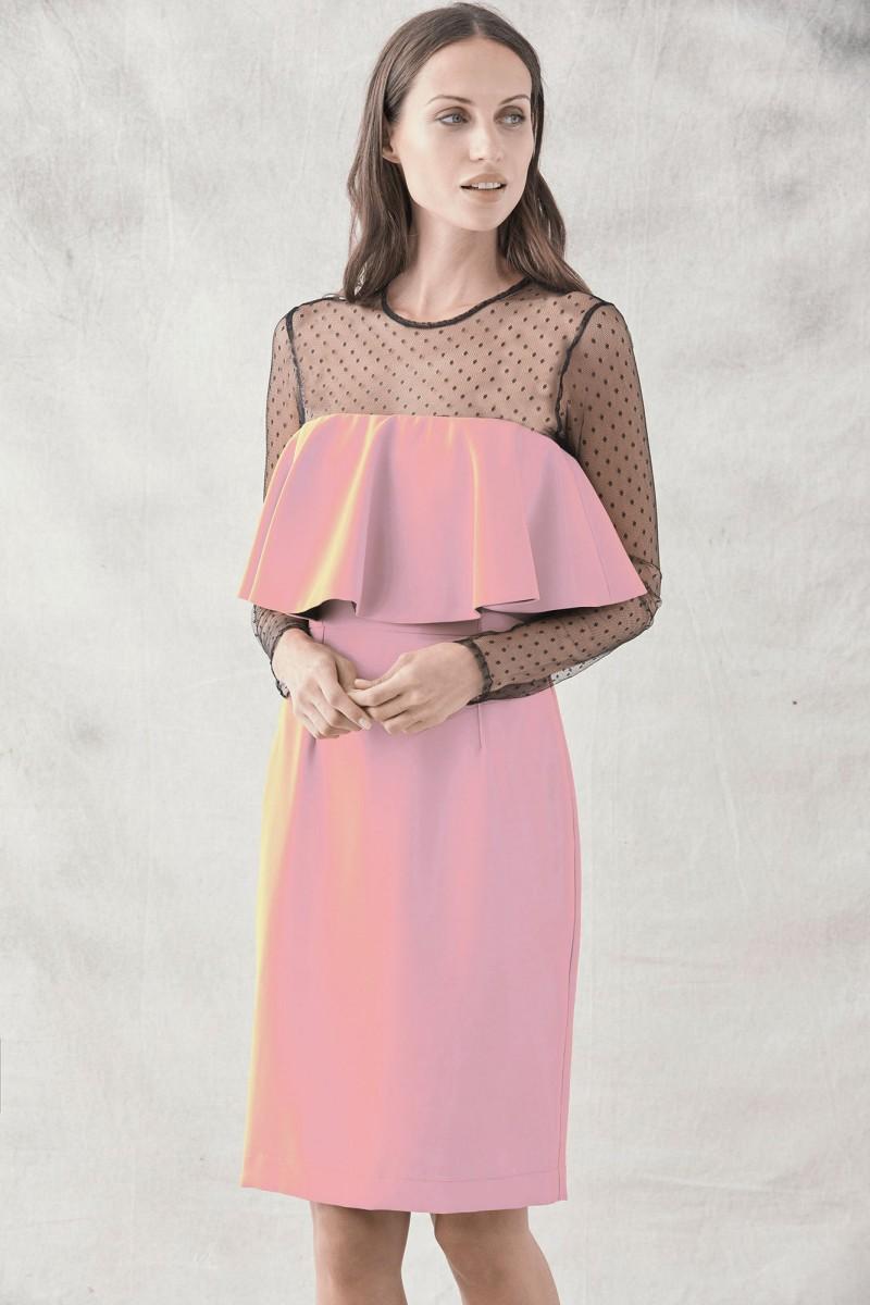 vestido corto rosa palo con plumeti para invitadas