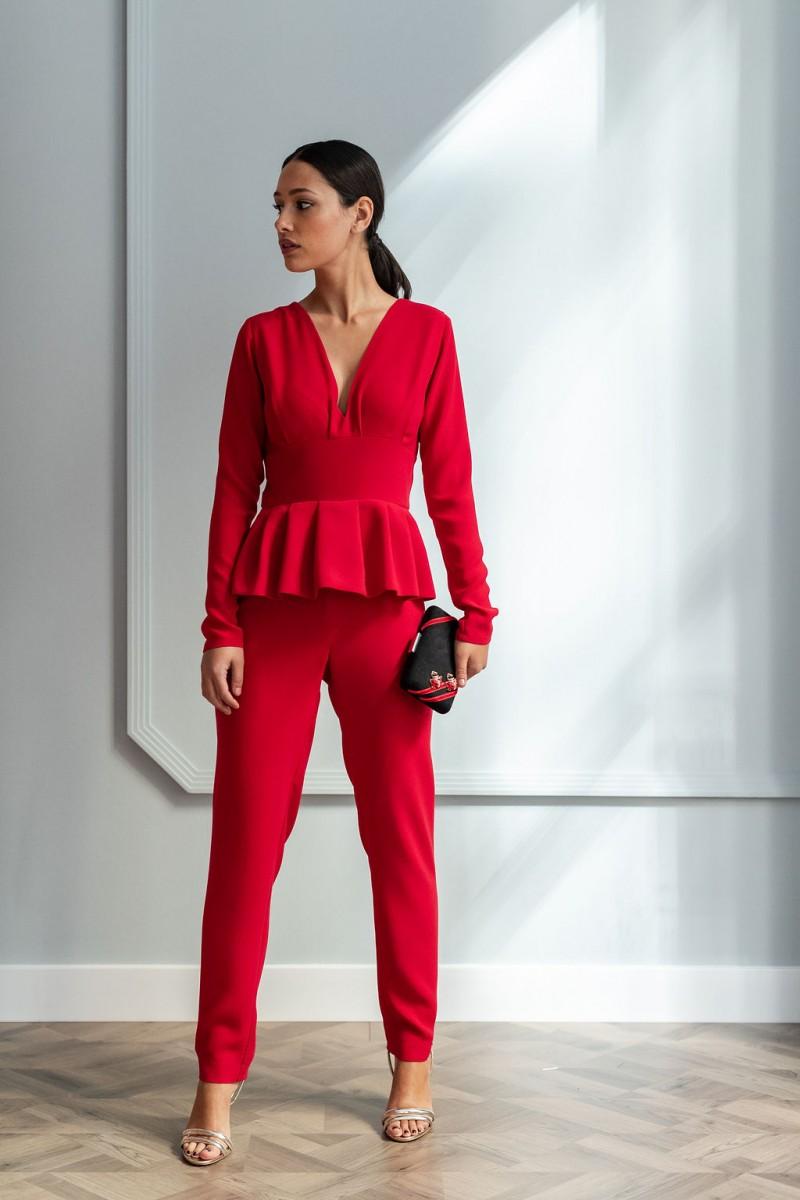 mono rojo pantalon pitillo peplum cintura y manga larga para invitada de apparentia