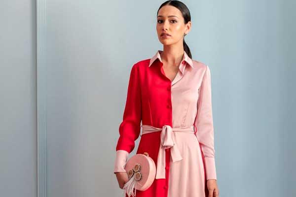 texto vestido midi rojo y rosa invitada apparentia