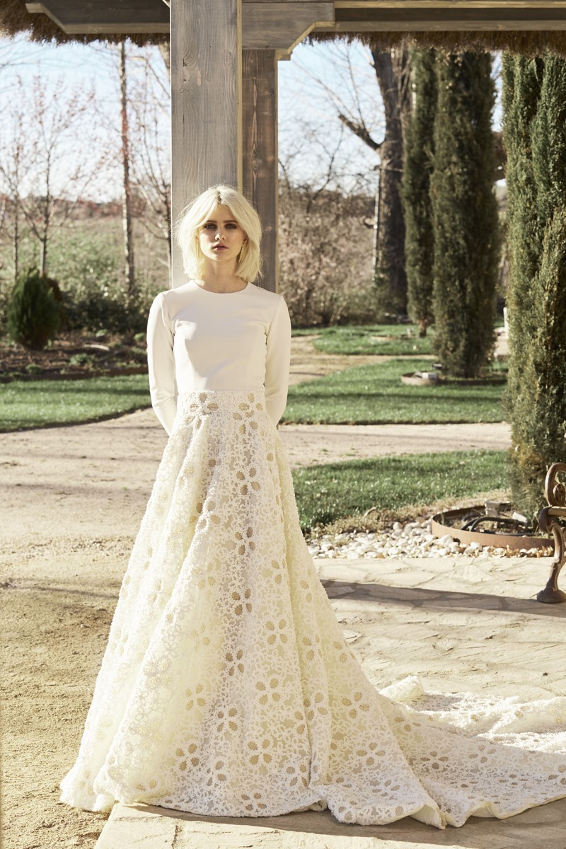 falda brocada con margaritas y top manga larga blanco novias apparentia bridal collection