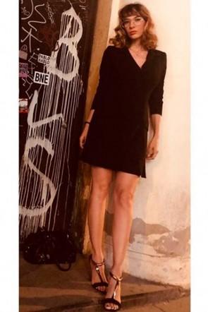 09020db75 la actriz y directora cecilia gessa con vestido negro esmoquin de apparentia