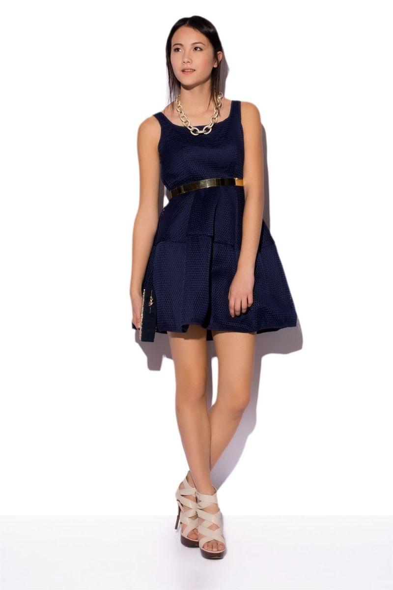 Modelo de vestido azul marino