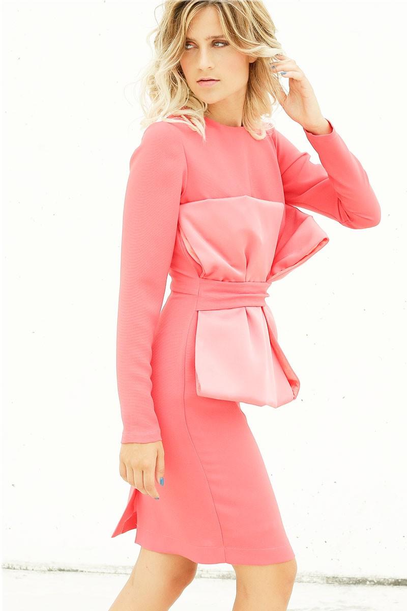vestido de fiesta corto coral con adorno lazos en cuerpo para