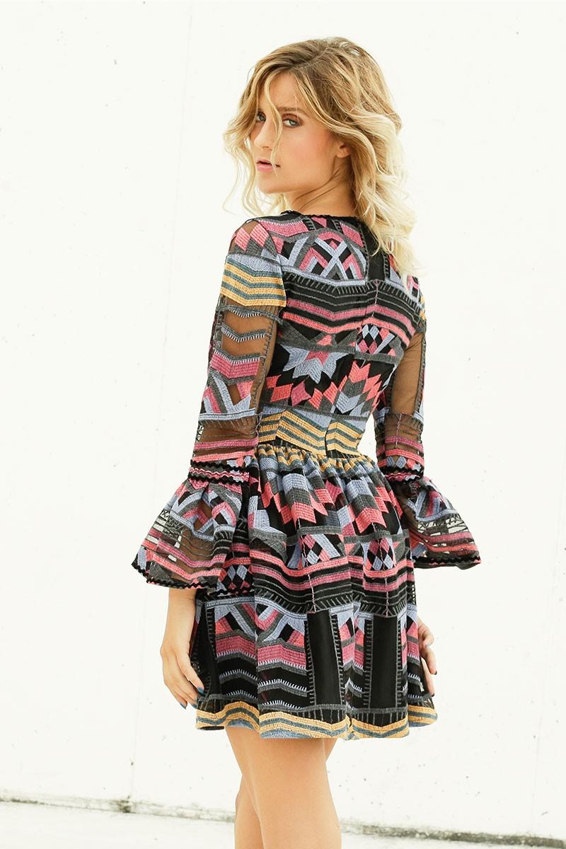 4358a3736 comprar vestido corto de fiesta con estampado etnico con vuelo y volantes  en las mangas para