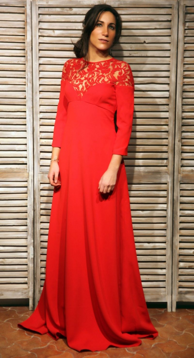 13ca6dd5a vestido largo rojo con encaje en el escote de manga larga de laura