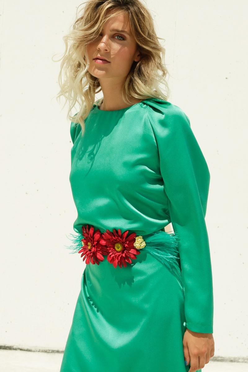cinturon margaritas rojas rosas amarillas plumas verdes