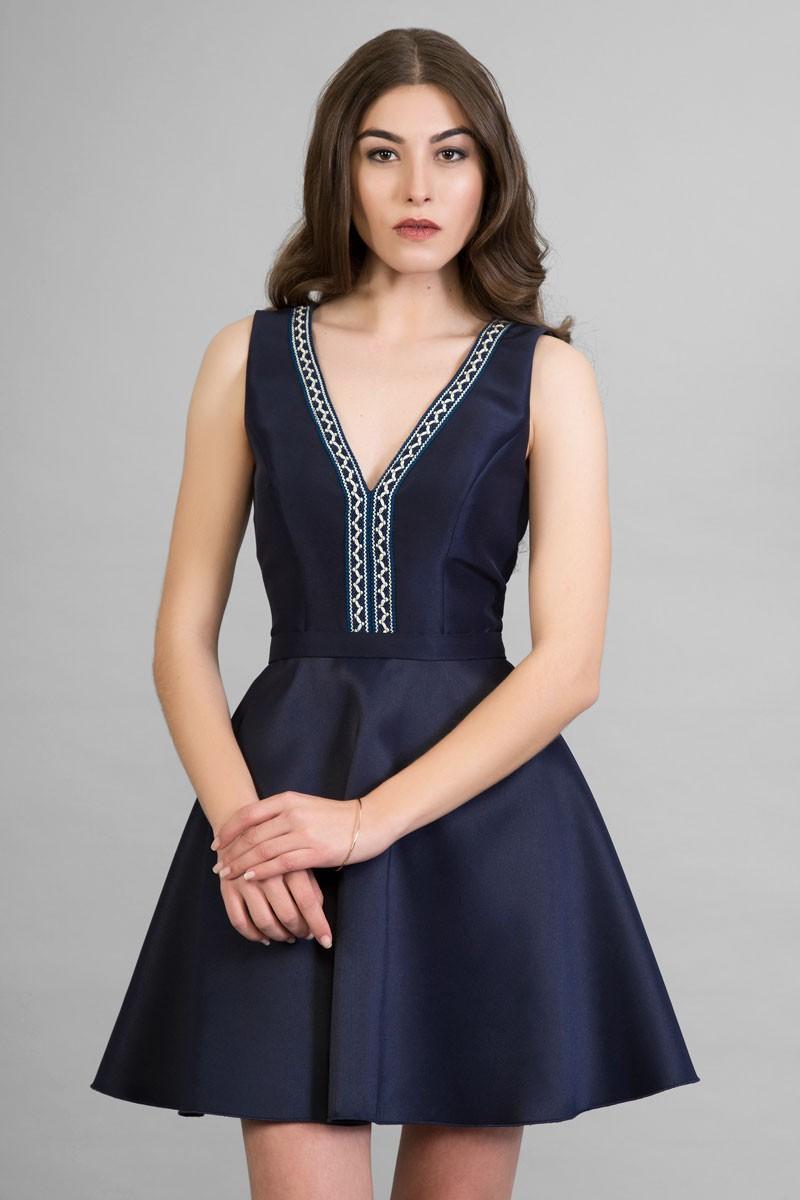 Vestido corto azul marino beige escote pico falda vuelo