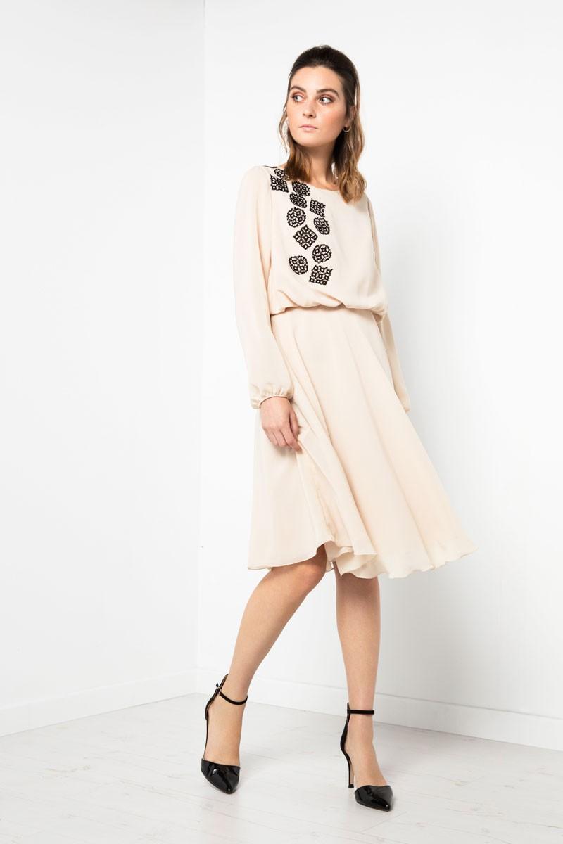 1eb1c2414 comprar online vestido corto de fiesta color blanco de vuelo y gasa con  detalles negros en