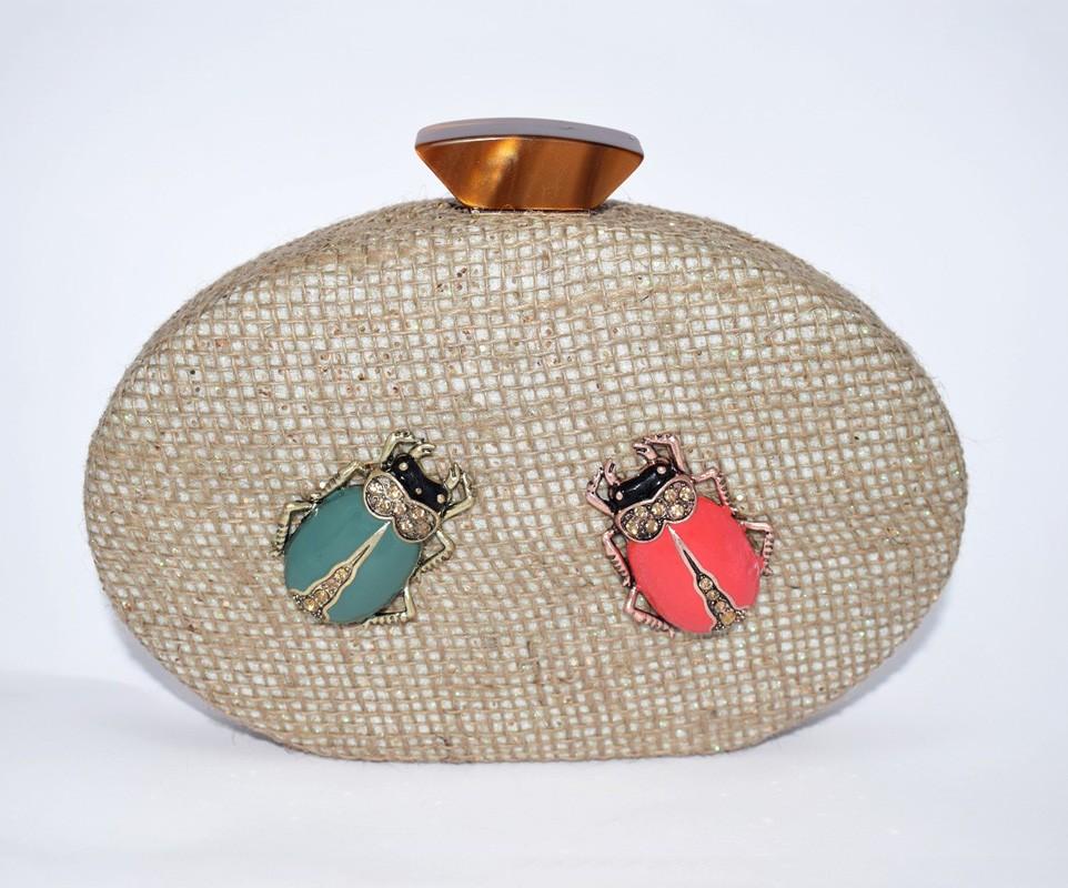 30d6b5909 Bolso de fiesta de rafia con escarabajos joya para invitada de boda bautizo  comunion eventos fiesta