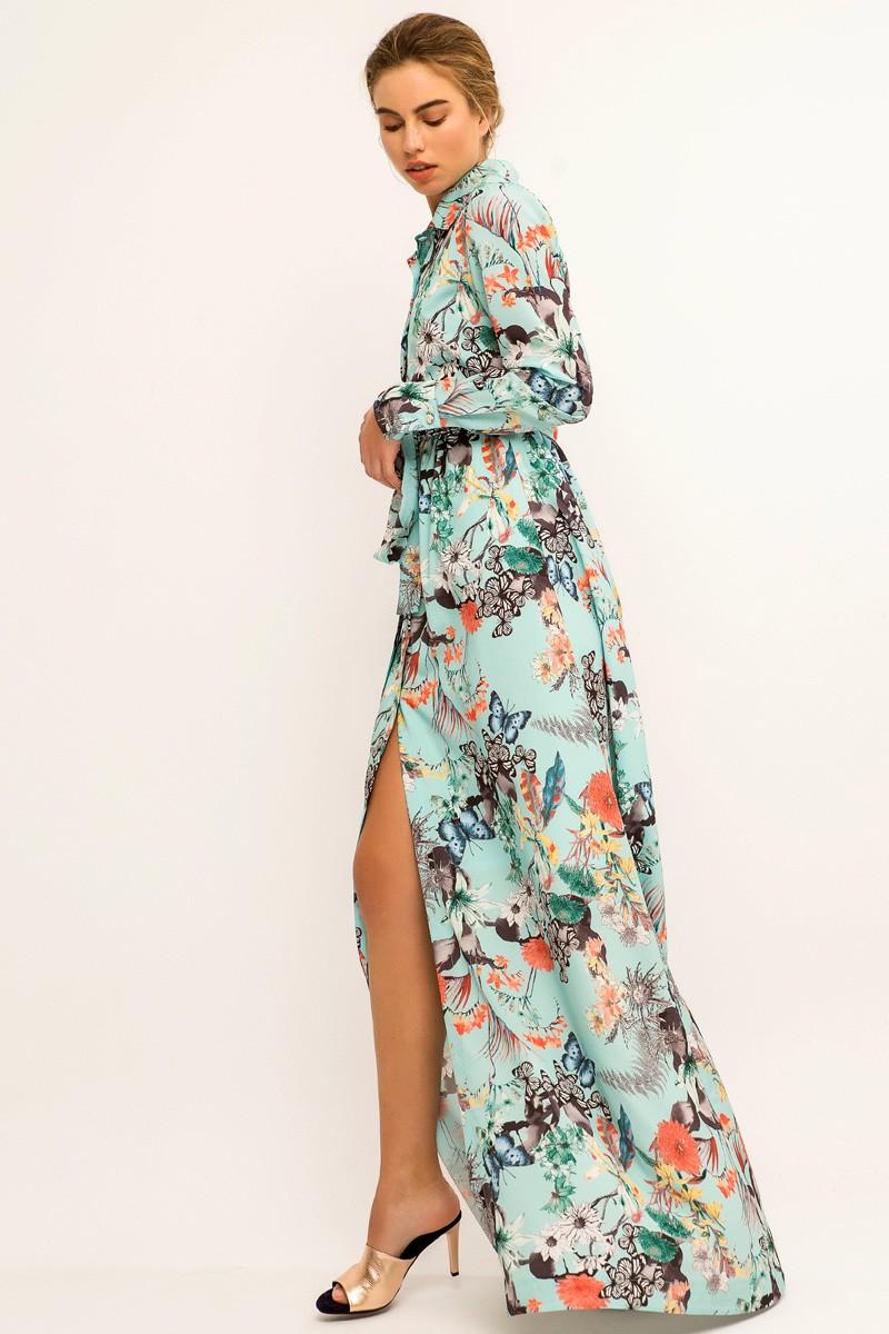 32269d122 Vestido largo camisero de fondo azul con estampado de mariposas y flores  para invitada de boda