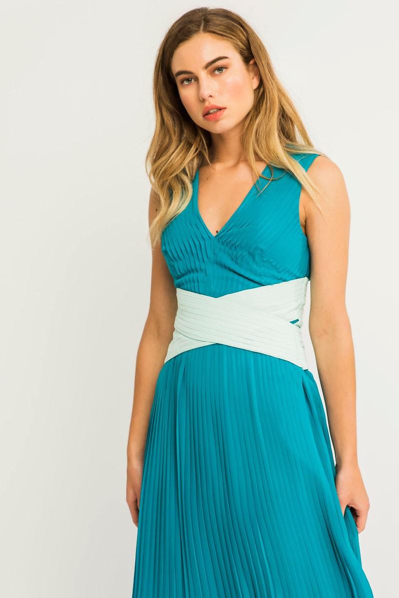 Vestido largo gasa plisado verde azulado fajin aguamarina vuelo