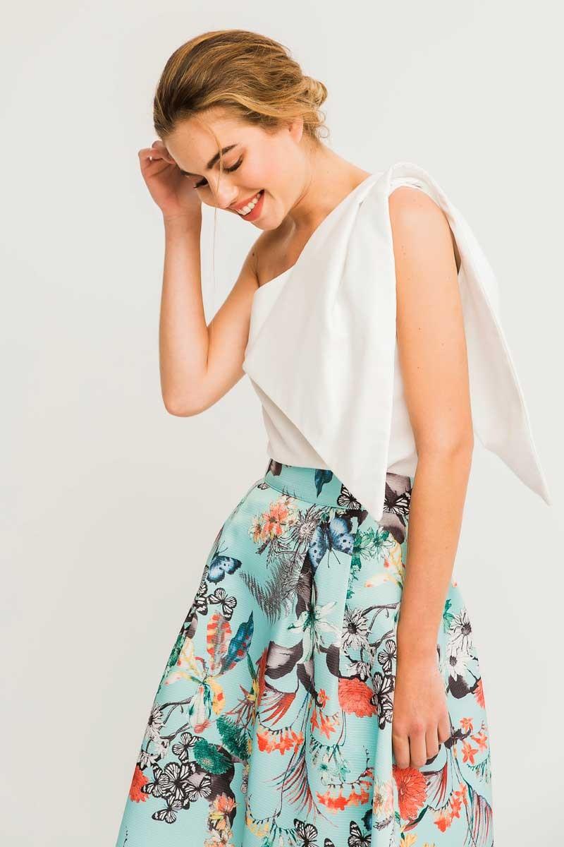 ffe5db76c9 Falda larga azul claro de vuelo con estampado mariposas y flores ideal para  invitada de boda