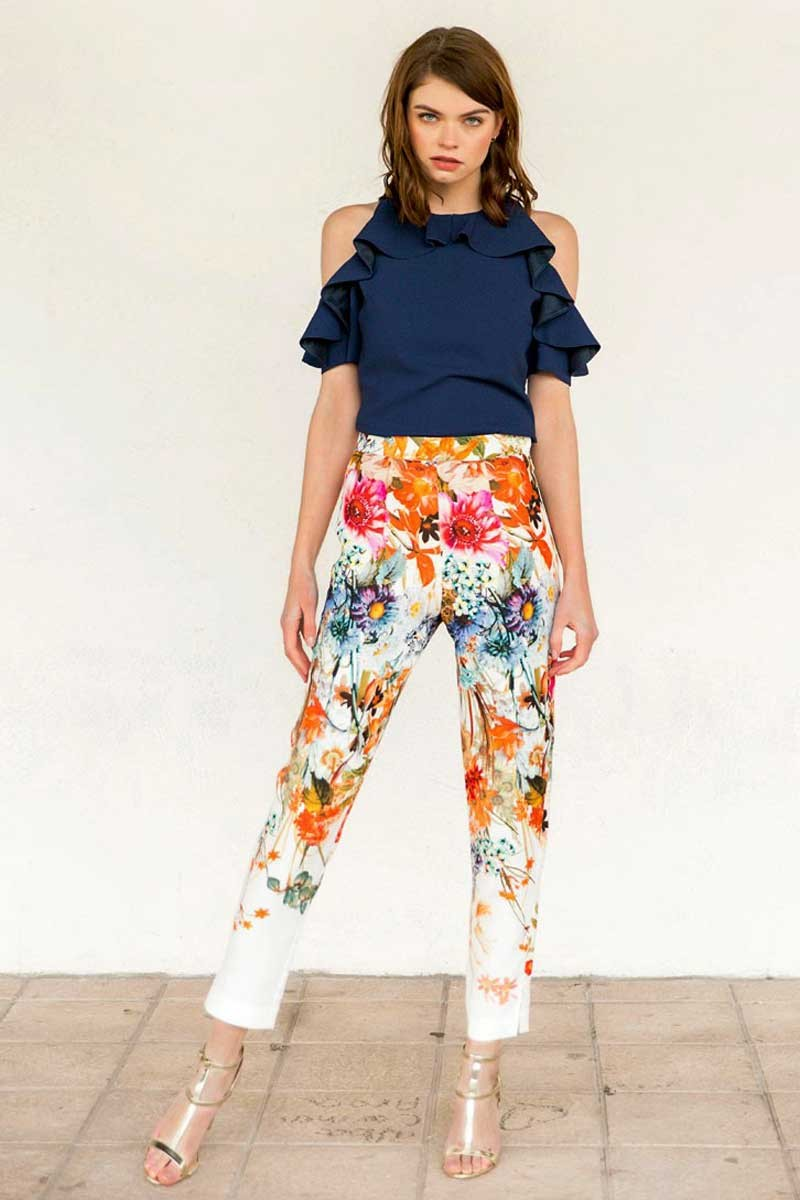 Pantalon pitillo ajustado blanco estampado flores colores for Vestir una pared con plantas