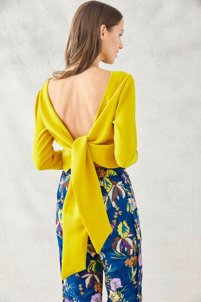 46b0fffbf8 comprar online top crop color mostaza con escote en espalda y lazada para  combinar con faldas