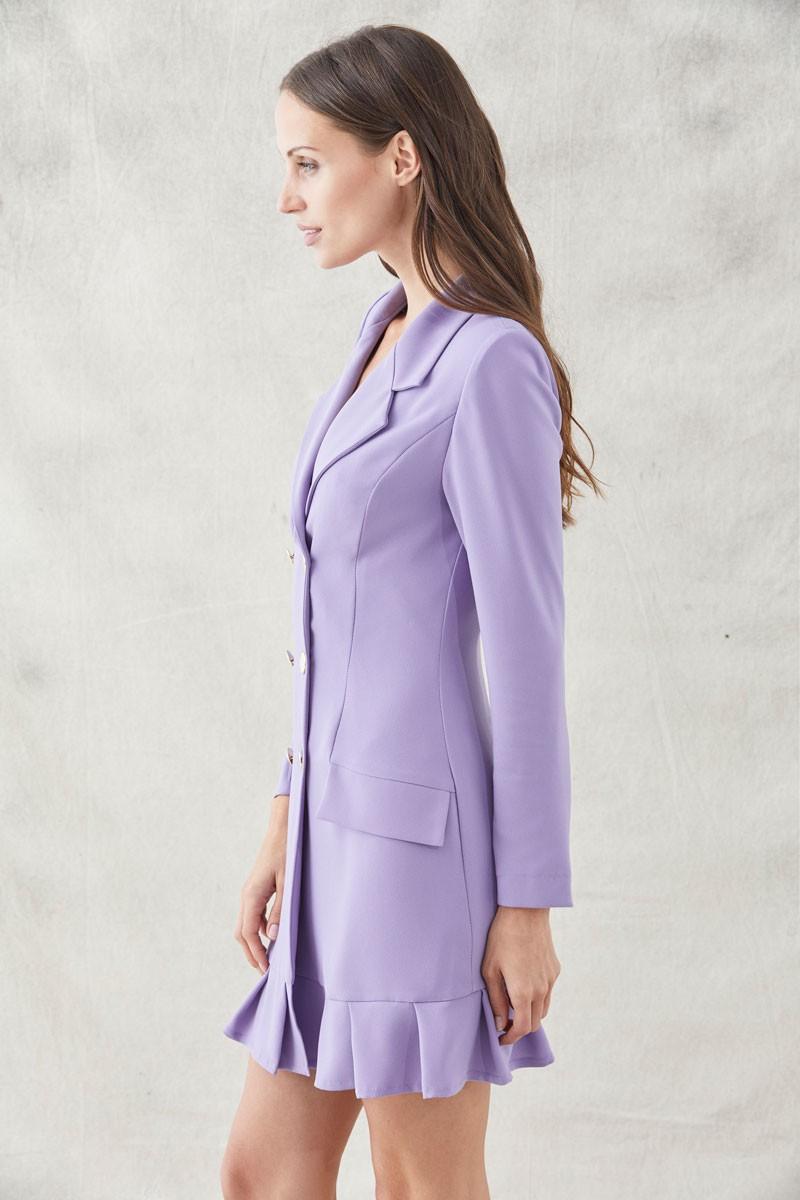 vestido corto esmoquin lila manga larga con seis botones dorados y