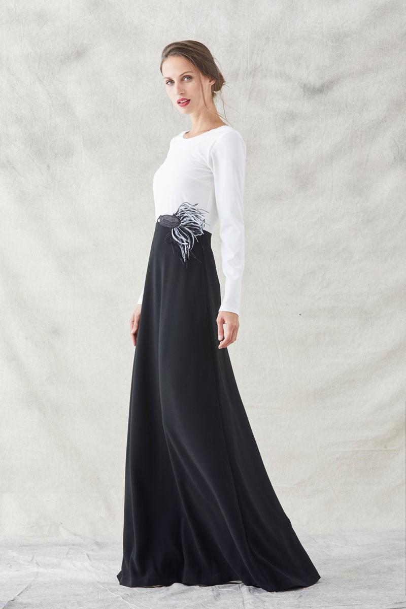 4979ef71f vestido largo blanco y negro de manga larga cuerpo blanco falda negra con  bordado de pez