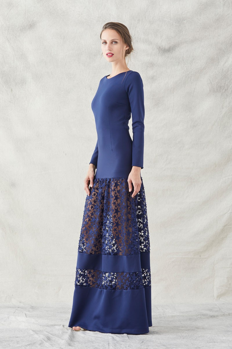 5affbfc073 Comprar online vestido de fiesta largo ajustado confeccionado en neopreno  de color azul marino con trasparencias