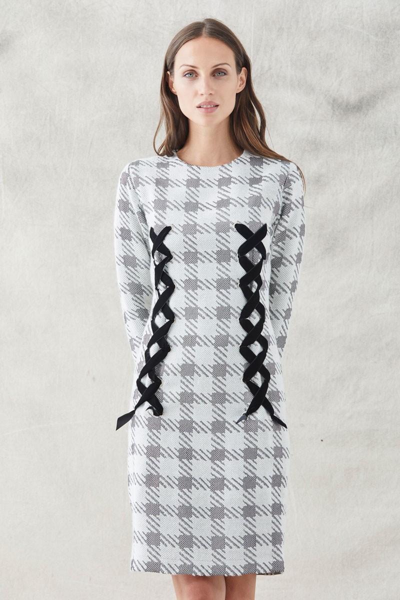 f04ff6e07 comprar online vestido corto recto pata de gallo blanco y gris de manga  larga con ollados